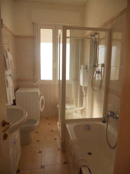 Bagno Affitto Appartamento 103029 Diano Marina