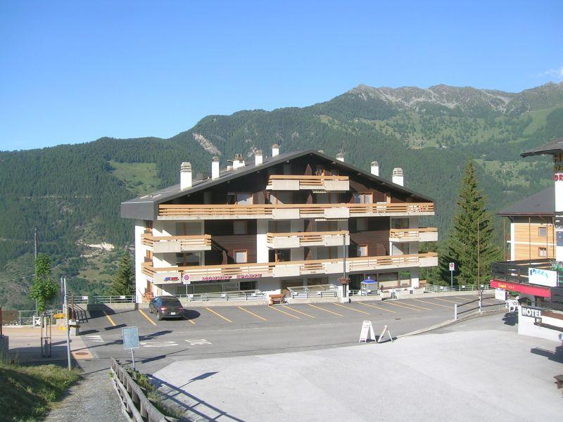 Vista esterna della casa vacanze Affitto Appartamento 74081 La Tzoumaz