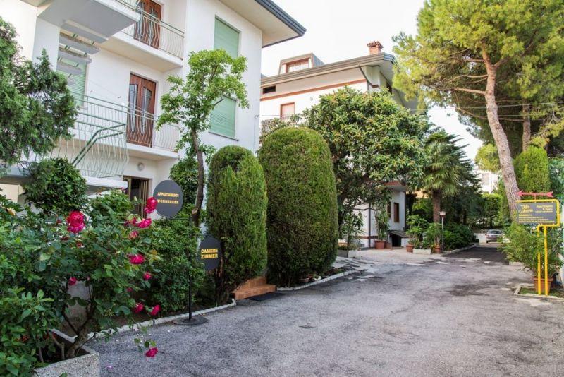 Vista esterna della casa vacanze Affitto Appartamento 114534 Lignano Sabbiadoro
