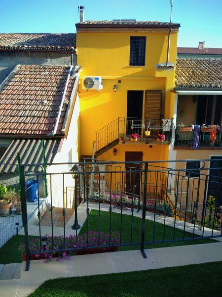 Vista esterna della casa vacanze Affitto Appartamento 110930 Sirolo